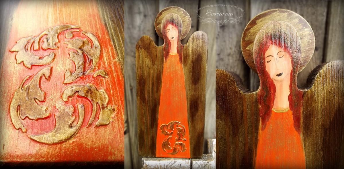 pomarańczowy anioł z reliefem