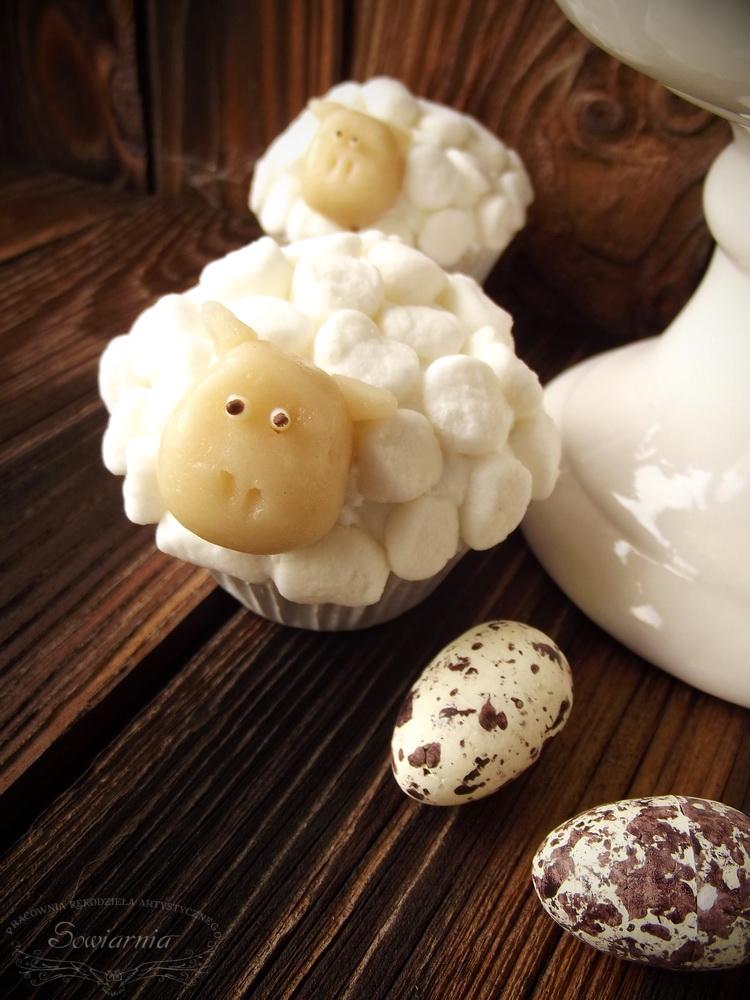 wielkanocne muffinki owieczki