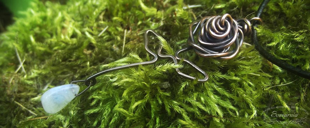 miedziana róża