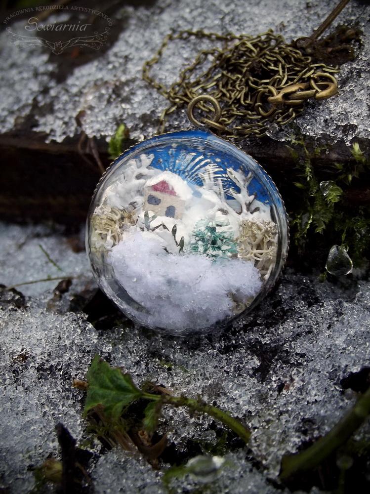 naszyjnik z zimowym krajobrazem