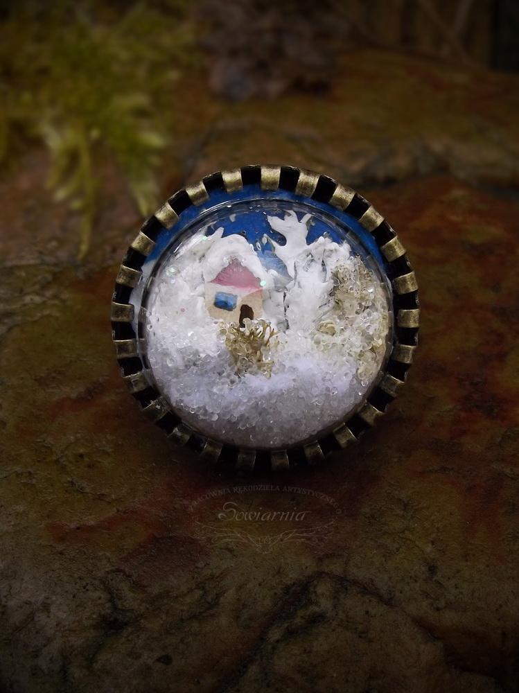 pierścionek z zimowym krajobrazem