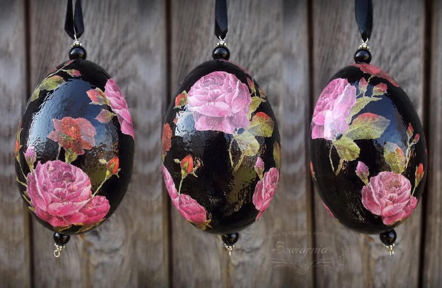 czarna pisanka decoupage z różami