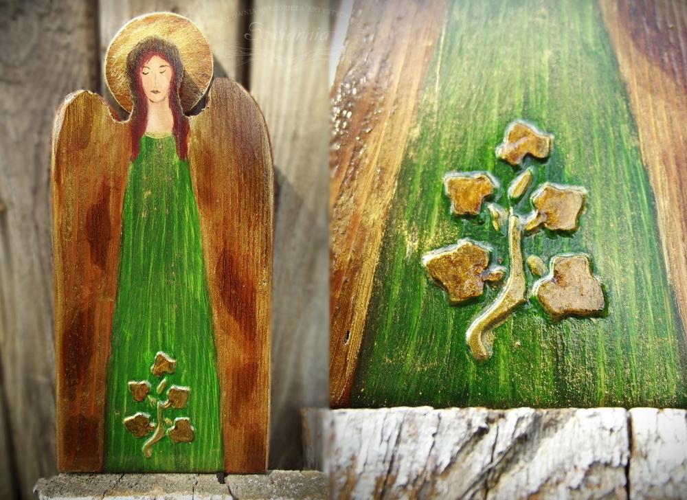 drewniany zielony aniołek