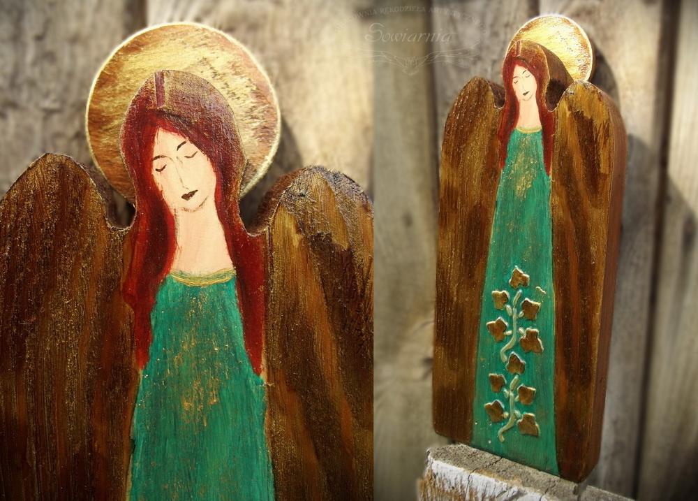 aniołek malowany na desce