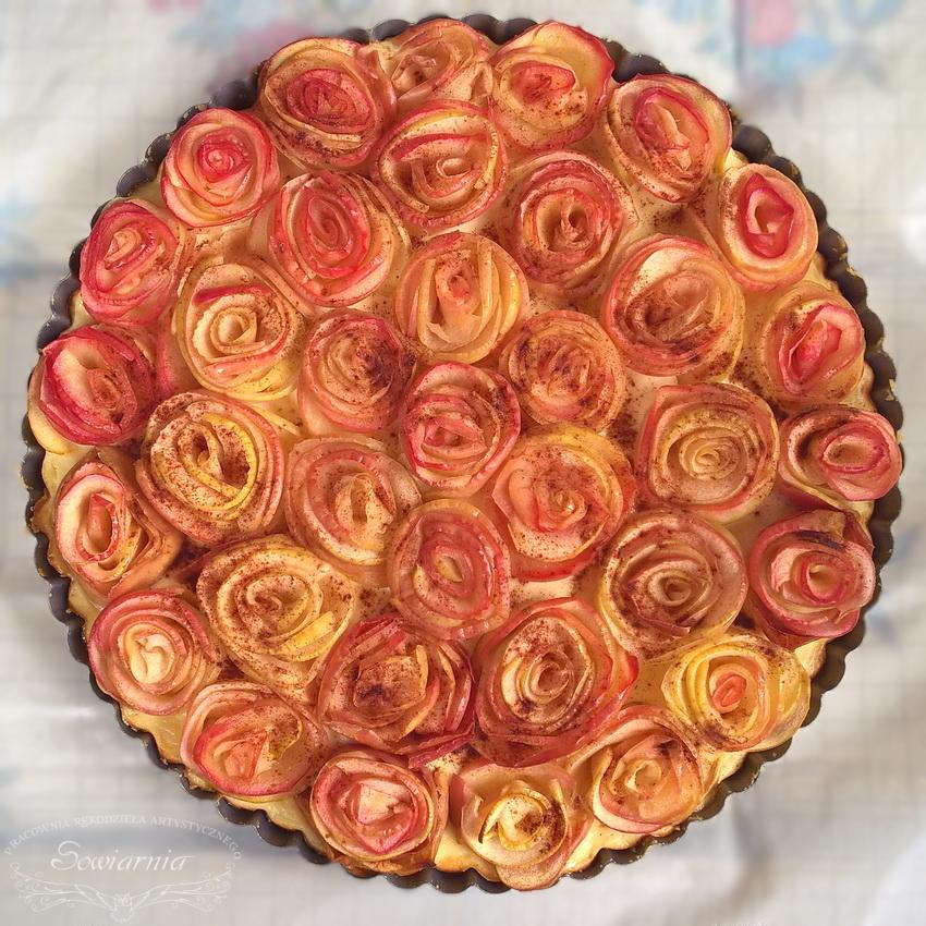 serowa tarta z jabłkowymi różami