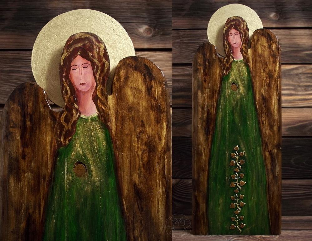 anioł malowany na desce