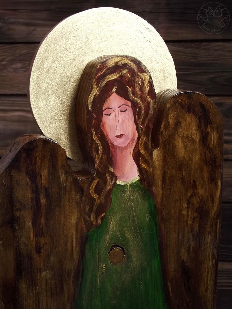 zielony anioł na desce