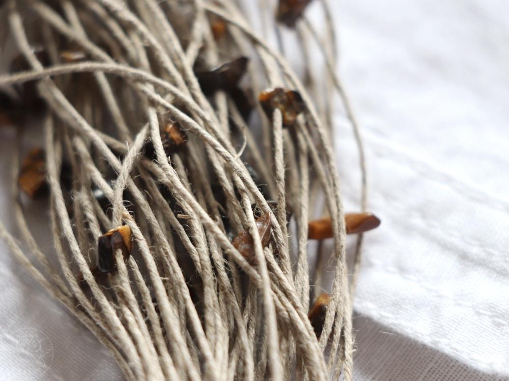 naszyjnik z lnianych sznurków