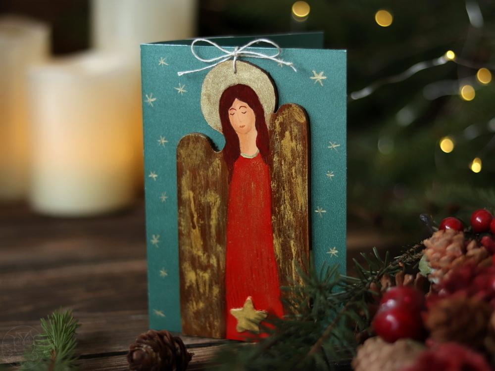kartki z aniołami z drewna
