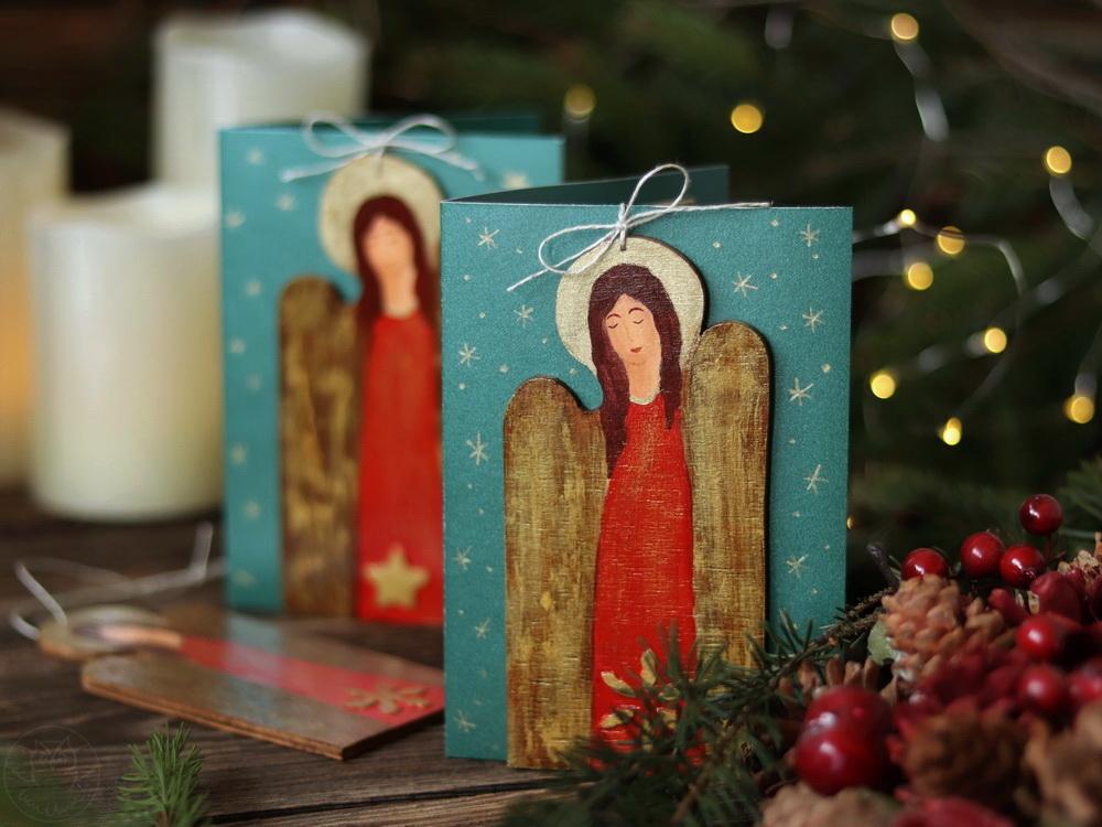 kartki z drewnianymi aniołami