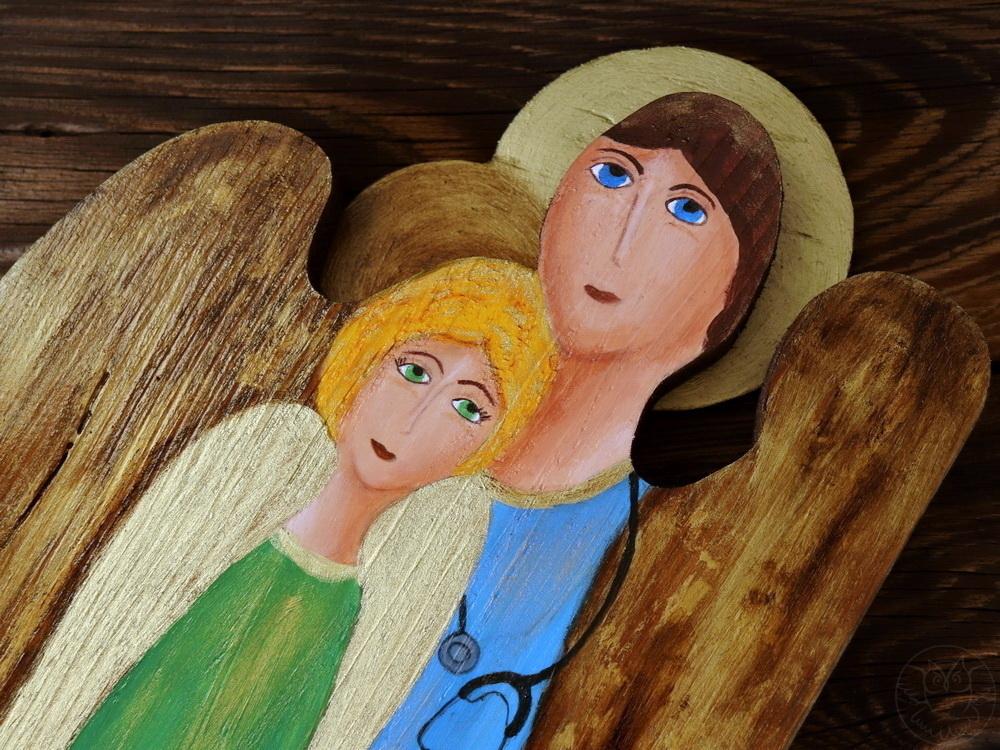 drewniany anioł dla lekarza