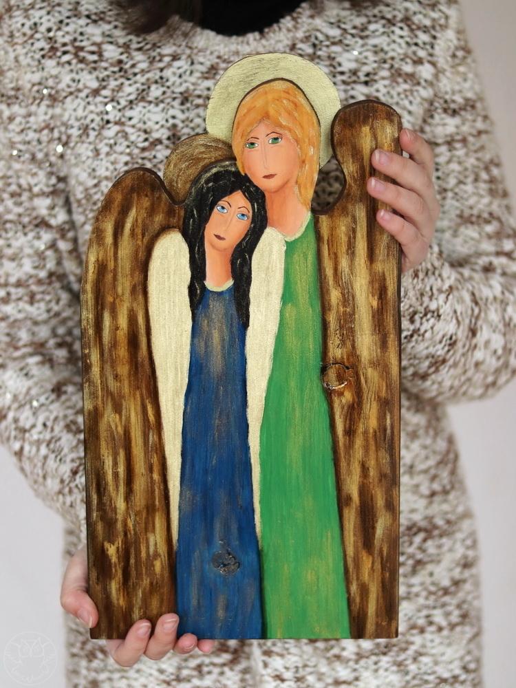 siostrzany anioł malowany na drewnie