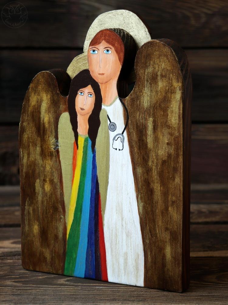 drewniany anioł dla lekarza ręcznie malowany