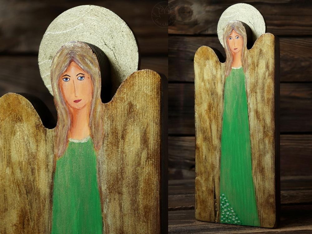 zielony anioł ze starej deski
