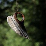 anielski wisior z drewna