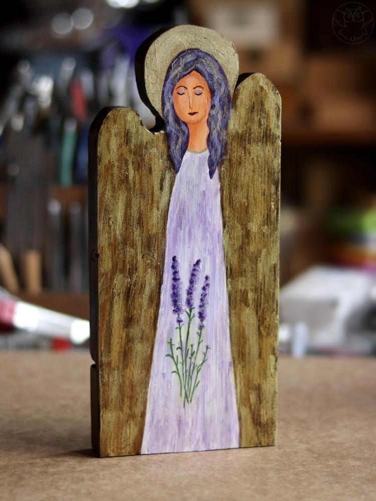 lawendowy aniołek ze starej deski