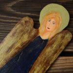 mały aniołek z drewna