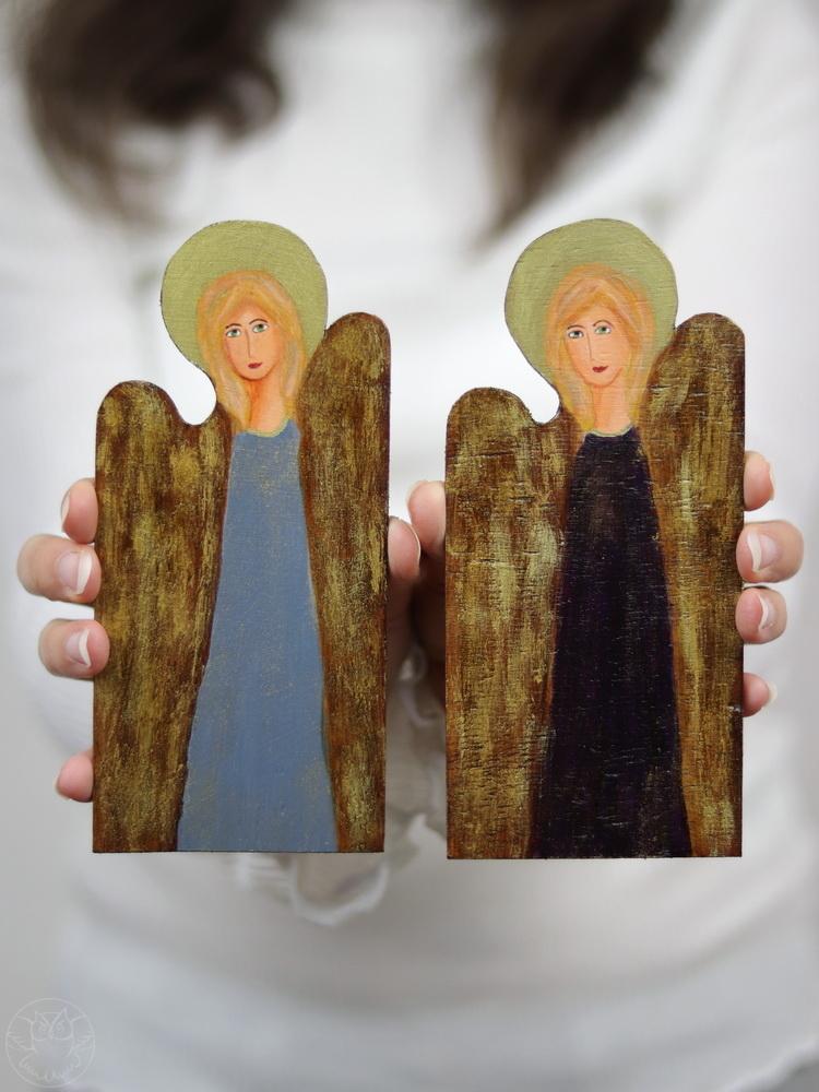 małe aniołki z drewna