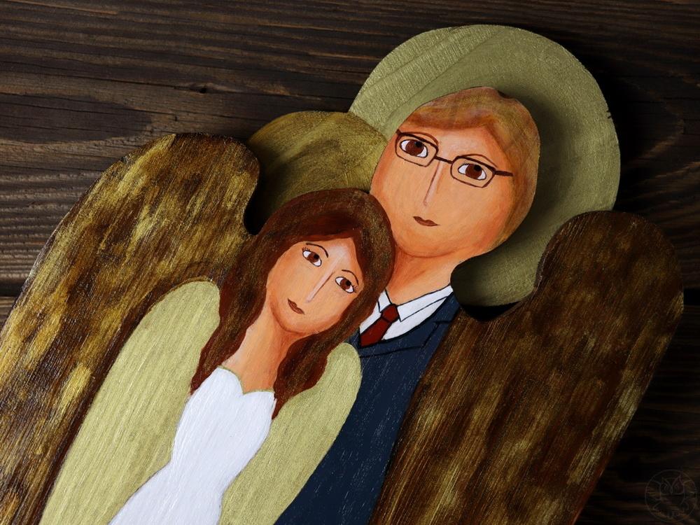 ślubny anioł z drewna