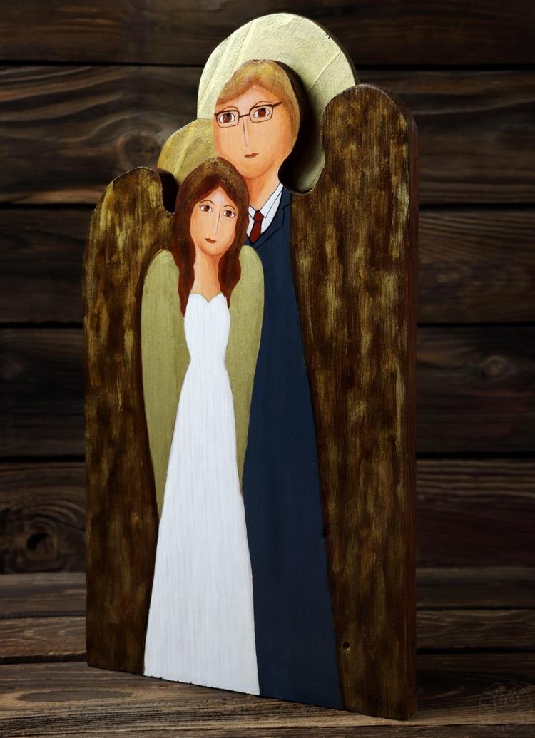 ślubny anioł malowany na desce