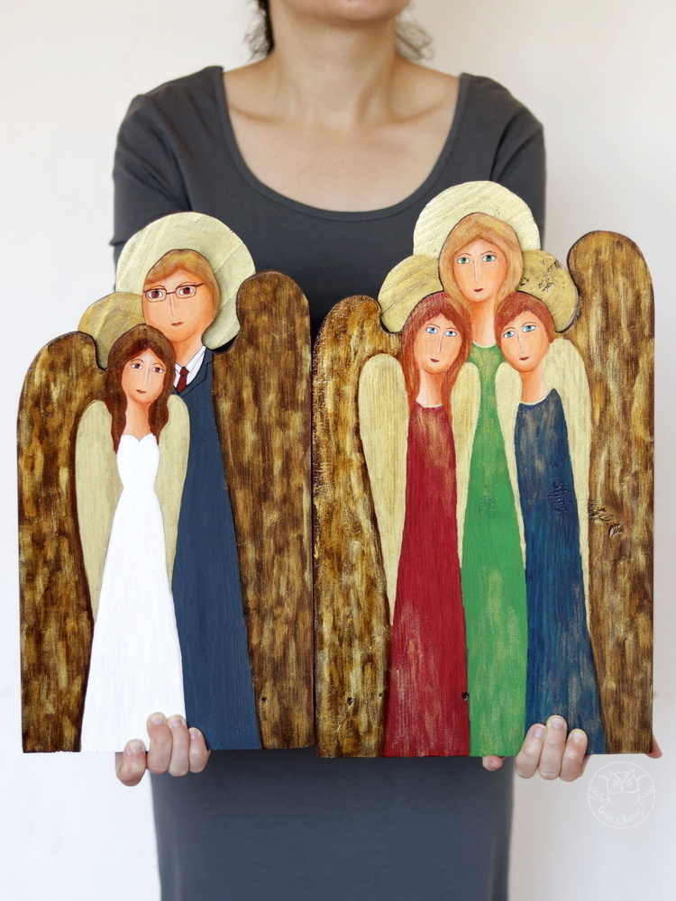 drewniane anioły malowane na deskach