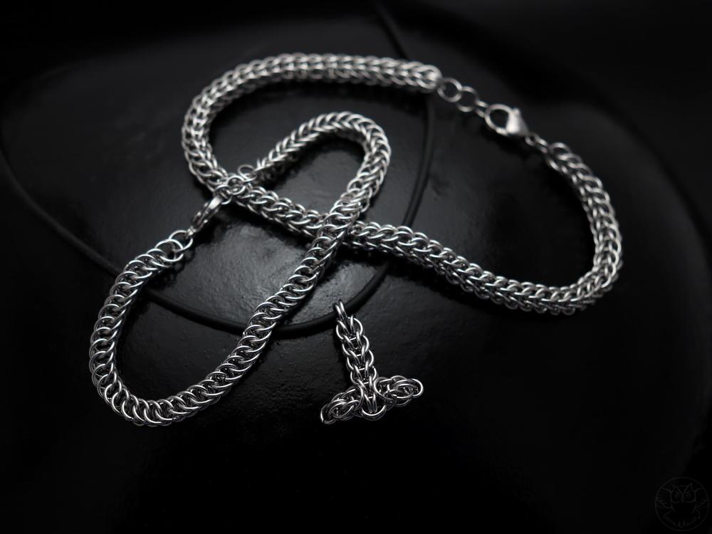 stalowe bransoletki i wisior chainmaille
