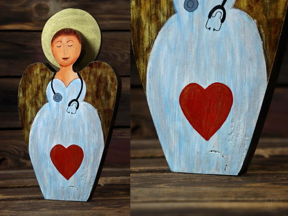 drewniany aniołek dla pani doktor