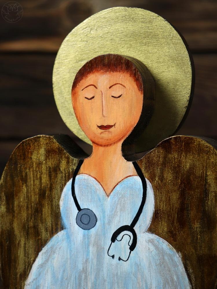 drewniany anioł dla pani doktor