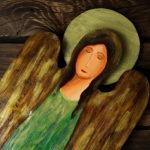 zielony anioł z drewna
