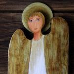 drewniany anioł na chrzest