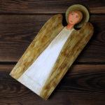 drewniany anioł z okazji chrztu